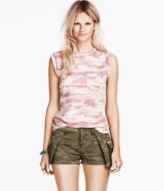 Discover the latest women's fashion trends at H&M. Shop women's clothing and accessories and get inspired by the latest fashion trends. H&m Fashion, Fashion Online, Edgy Look, Amy Winehouse, Short Skirts, Dress Up, Zara, Rompers, Shorts