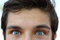 Piercing de ceja anodizado azul
