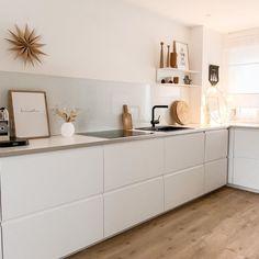 15 kitchen cleaning hacks (READ MORE) [ have a cozy evening ] . Ikea Kitchen Design, Home Decor Kitchen, Interior Design Kitchen, Home Kitchens, Cocina Shabby Chic, Minimalist Kitchen, Cuisines Design, Küchen Design, Online Home Decor Stores