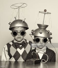 I love these collander-spacemen. vintage everyday: The Most Bizarre Fashion Styles in the Past – 25 Funny Photos of Vintage Costumes That Nobody Can Explain Childrens Halloween Costumes, Vintage Halloween, Children Costumes, Halloween Photos, Halloween Halloween, Science Fiction, Fiction Movies, Stock Foto, Vintage Costumes