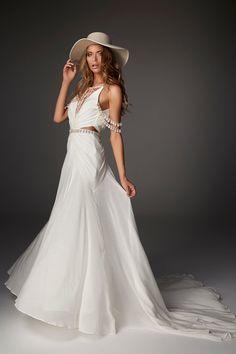Bride Look, Boho Bride, Boho Wedding Dress, Boho Dress, Bridal Dresses, Wedding Shoes, Beautiful Gowns, Beautiful Bride, Boho Chic