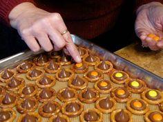 Thanksgiving pretzel kisses