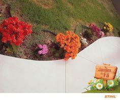 A Deise O. Machado coloriu a entrada do seu jardim com flores de vários tons. Amamos esse colorido! Envie sua foto para gente também!