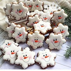 DIY Ideas of Simple Christmas Cookies; Christmas Craf… DIY Ideas of Simple Christmas Cookies; Christmas Biscuits, Christmas Sugar Cookies, Christmas Sweets, Christmas Cooking, Noel Christmas, Holiday Cookies, Gingerbread Cookies, Christmas Crafts, Snowflake Cookies