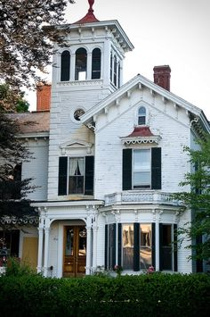 10 Victorian Homes in Manchester, New Hampshire - Architecture Victorian Architecture, Architecture Old, Architecture Details, Classical Architecture, Villa, Beautiful Buildings, Beautiful Homes, Unusual Homes, Second Empire