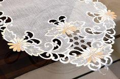 Arte & Tear Caminho de mesa bordado grande
