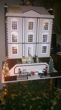 "Dolls house ""Montgomery""  1200,00€ montada y electrificada con sotano/sin muebles  assembled with lights and basement  without furniture.  FREE DELIVERY JUST IN TENERIFE.  ENTREGA GRATIS EN TENERIFE"