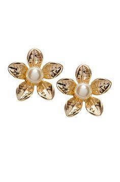 Brinco Pequeno de Flor com Pérola Dourado - clique para ver detalhes da peça em nosso site!