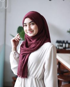 Setahunbaru: Beautiful Hijab is Looking For a Partner For Life Arab Girls Hijab, Girl Hijab, Muslim Girls, Hijab Outfit, Modern Hijab Fashion, Hijab Fashion Inspiration, Stylish Hijab, Hijab Chic, Beautiful Muslim Women