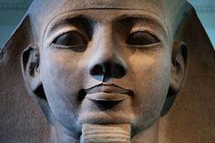 Сегодня в египетском городе Луксор состоялось торжественное открытие восстановленной скульптуры древнего правителя Рамсеса II. Во время раскопок статую, расколотую на 57 частей, нашли археологи. Действие произошло в 1958 году, группой руководил археолог Мухаммед