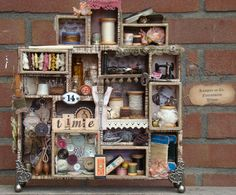 I'ts my life: Tim Holtz kijkkastje Altered Boxes, Altered Art, Shadow Box Art, Vintage Sewing Notions, Scrapbooking, Tim Holtz, Assemblage Art, Displaying Collections, Box Design