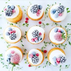 Yum! Dusted berry cupcakes from Mamiaoyagi! - see more of our favourite insta-inspo on instagram @sweet_magazine