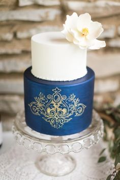 cake: Sweetface Cakes, styling: feather + oak, photography: @caley, coordination: @locklaneevents