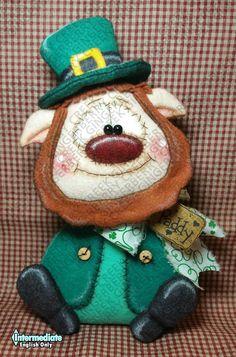 Fortuna O # d Irish Pattern # 328 – Primitive Doll Pattern – Saint Patrick's Day – Leprechaun – Irish – Whimsical – Fiber Art – Solo in inglese – Newsİtaly One And Only, Saint Patrick's Day, Primitive Doll Patterns, Mind The Gap, St Patricks Day, Saint Patricks, Primitives, Pattern Paper, Wool Felt