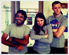 a Geoff, Florencia y Mario poniéndole alegría  y actitud a este lunes gris.
