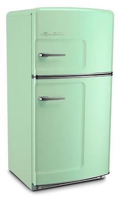 Gorgeous retro fridge in mint green...  from 40s probably, that was when jadeite green was so popular!!
