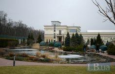Межигорье изнутри: первые фотографии брошенной резиденции Януковича (фото) Территория Межигорья совершенно пустая