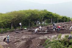 Investigadores del INAH trabajan en Tlaltizapán. Foto: Margarito Pérez