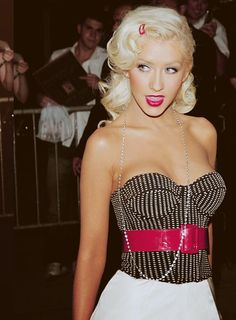 Christina Aguilera this style goes well with her