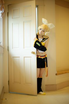 Rin Kagamine vocaloid cosplay-wow!