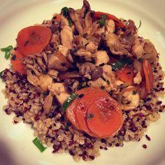 Quinoa com frango oriental! Sem glúten e uma delícia! Receita no blog!