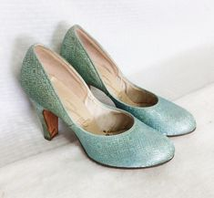 Items similar to Vintage Blue Metallic Pumps by Gilmanettes for Gilman Size 7 B, High Heeled Shoes 4 Inch Heel Rockabilly Pin Up Old Hollywood on Etsy Toddler Summer Dresses, Metallic Pumps, Rockabilly Pin Up, Vintage Velvet, 4 Inch Heels, Vintage Handbags, Vintage Shoes, Paisley Print, Old Hollywood