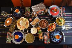 GOLD Restaurant in Green Point Cape Town serves up one of the most culturally delicious African dining experiences imaginable Budget Book, Budget Meals, Africa Destinations, Peanut Chicken, Diet Plans To Lose Weight Fast, Serving Table, How To Make Sausage, Healthy Living Magazine, Restaurant