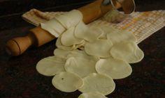 Cómo hacer Masa para Empanadas? - Youtube  Porque uds lo pidieron en esta oportunidad en Receta Fácil te muestro como es simple hacer Masa para Empanadas. Facebook: http://www.facebook.com/MaxxGuetta FanPage: https://www.facebook.com/RecetaFacilc... Twitter: http://www.twitter.com/MaxxGuetta Google +: http://plus.google.com/u/0/1053796902... Pinterest: http://pinterest.com/recetafacil Youtube Channel: http://www.youtube.com/user/maxxguetta