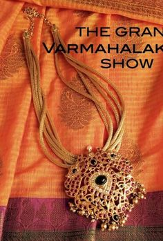 Beautiful things in a single frame Jewelry Design Earrings, Emerald Jewelry, Gold Jewelry, Jewelery, Stone Jewelry, India Jewelry, Temple Jewellery, Indian Wedding Jewelry, Antique Jewelry