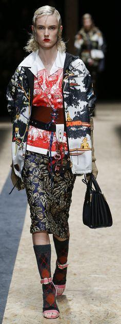 Prada Fall 2016 Ready-to-Wear Fashion Show Love Fashion, Fashion Show, Fashion Looks, Fashion Design, Milan Fashion, Fashion Brands, My Life Style, Pattern Fashion, Couture Fashion