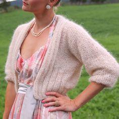 I-do-bolero / Erliksant bolero pattern by Anna & Heidi Pickles Knitting Patterns Free, Knit Patterns, Free Knitting, Free Pattern, Sweater Patterns, Knitting Ideas, Shrugs And Boleros, Bolero Pattern, Angora Sweater