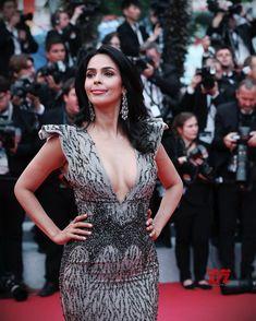 Actress Hot New Stills Mallika Sherawat Hot, Bollywood Actress Hot Photos, Indian Movies, Black Wallpaper, Hottest Photos, Actresses, Formal Dresses, News, Gallery