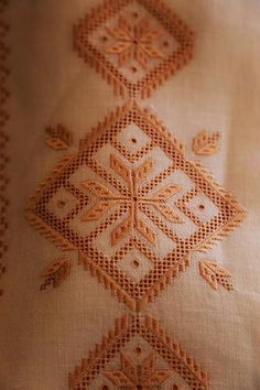 Karsaniko Bargello, Embroidery Patterns, Diy Crafts, Blanket, Crochet, Greece, Vintage, Bella, Daisies