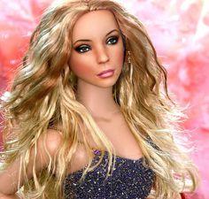 Celebrity dolls by Noel Cruz ~ Mariah Carey Chic Chic, Kirsten Dunst, Most Beautiful Eyes, Beautiful Dolls, Beautiful Things, Orlando Bloom, Angelina Jolie, Madonna, Barbie Celebrity