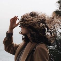 Find images and videos about hair, grunge and aesthetic on We Heart It - the app to get lost in what you love. Brown Aesthetic, Aesthetic Girl, Character Aesthetic, Brunette Aesthetic, Hermione Granger, Nos4a2, Brown Curly Hair, Grunge, African American Hairstyles
