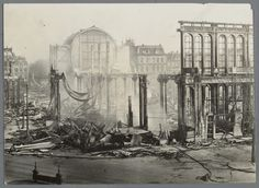 Overzichtsfoto van de ruine van het Paleis voor Volksvlijt na de brand, 1929