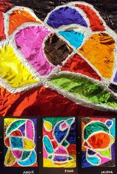 Plastiquem; touw opplakken, aluminiumfolie erover plakken, vakken kleuren met ecoline(?)