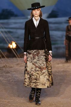 55901076ff727 42 best SS18 images on Pinterest   Fashion show, Ladies fashion and ...