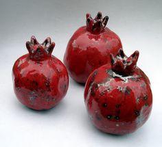 Derinmavi by Tevfik Türen KARAGÖZOĞLU: Raku Pomegranate - Raku Narlar Kintsugi, Home Garden Design, Raku Pottery, Clay Figurine, Tile Patterns, Clay Art, Ceramic Art, Polymer Clay, Sculpture
