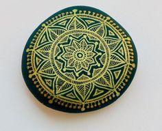 Kézzel festett kő Mandala van ISassiDellAdriatico op Etsy