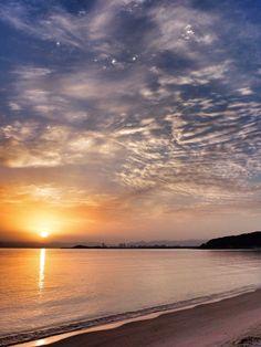 ( Morning Now at Hakata bay in Japan )18 May 5:32 新しい一日が始まった博多湾と生(いき)の松原上空。