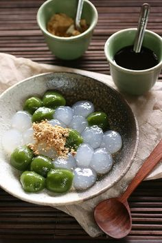 Warabi-mochi  is a jelly-like confection made from bracken starch and covered or dipped in kinako/toasted soy flour and kuromitsu/black sugar syrup. It differs from true mochi made from glutinous rice.