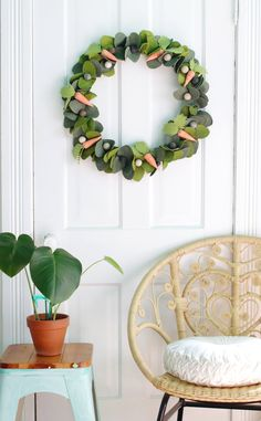 Since we've been staying home I have found myself with a lot more crafting time on my. Diy Spring Wreath, Diy Wreath, Wreaths, Mason Jar Crafts, Mason Jar Diy, Felt Crafts, Diy Crafts, Homemade Crafts, Easter Crafts