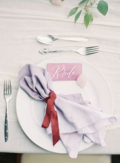 We love everything about this place setting: http://www.stylemepretty.com/2015/01/05/berry-colored-oahu-wedding/ | Photography: Great Romance - http://thegreatromancephoto.com/:
