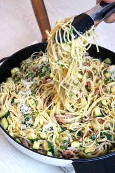 carbonara met courgette Creamy delicious but healthy pasta carbonara with zucchini (no cream)No No is a word in English, which may be used as: No and variants may also refer to: Healthy Pasta Recipes, Healthy Pastas, Healthy Snacks, Tapas, Creamy Spaghetti, Creamy Pasta, The Fresh, Food Inspiration, Italian Recipes