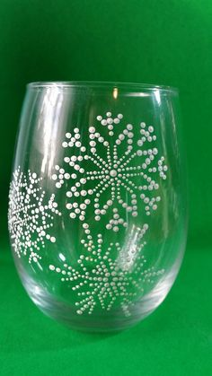 Snowflake Wine Glass Christmas Wine Glasses by TheeSpottedOwl Diy Wine Glasses, Hand Painted Wine Glasses, Painting On Wine Glasses, Wine Glass Crafts, Wine Bottle Crafts, Wine Bottles, Wine Decanter, Christmas Glasses, Broken Glass Art