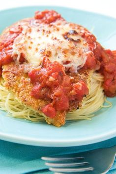 This Skinny Mom, Skinny Baked Chicken Parmesan recipe is LOW FAT and devine! So scrumptious that your family wont notice its healthy!