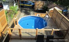 Above-ground pool deck with tempered glass railing, a dining area and privacy screens built in Montreal in the borough of Mercier-Hochelaga-Maisonneuve. Above Ground Pool Landscaping, Small Backyard Patio, Backyard Patio Designs, Backyard Pergola, Backyard Ideas, Small Above Ground Pool, In Ground Pools, Swimming Pool Decks, My Pool