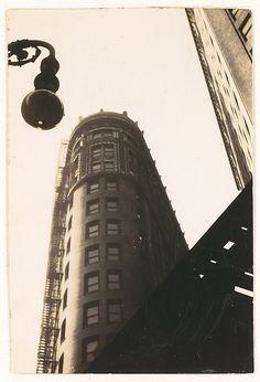 Walker EVANS :: Flatiron Building, From Below, New York City, 1928-30
