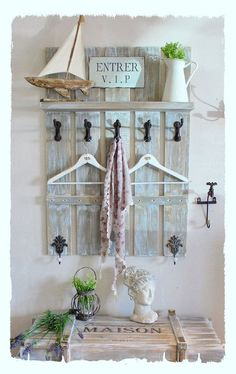Segeltörn Garderobe Liza - New Deko Sites Antique Coat Rack, Diy Coat Rack, Pallet Furniture, Pallet Projects, Wood Crafts, Ladder Decor, Sweet Home, Interior Design, Ikea Ideas